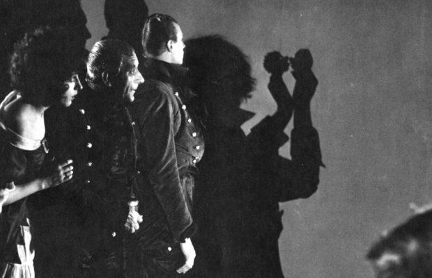 Warning Shadows (1922)